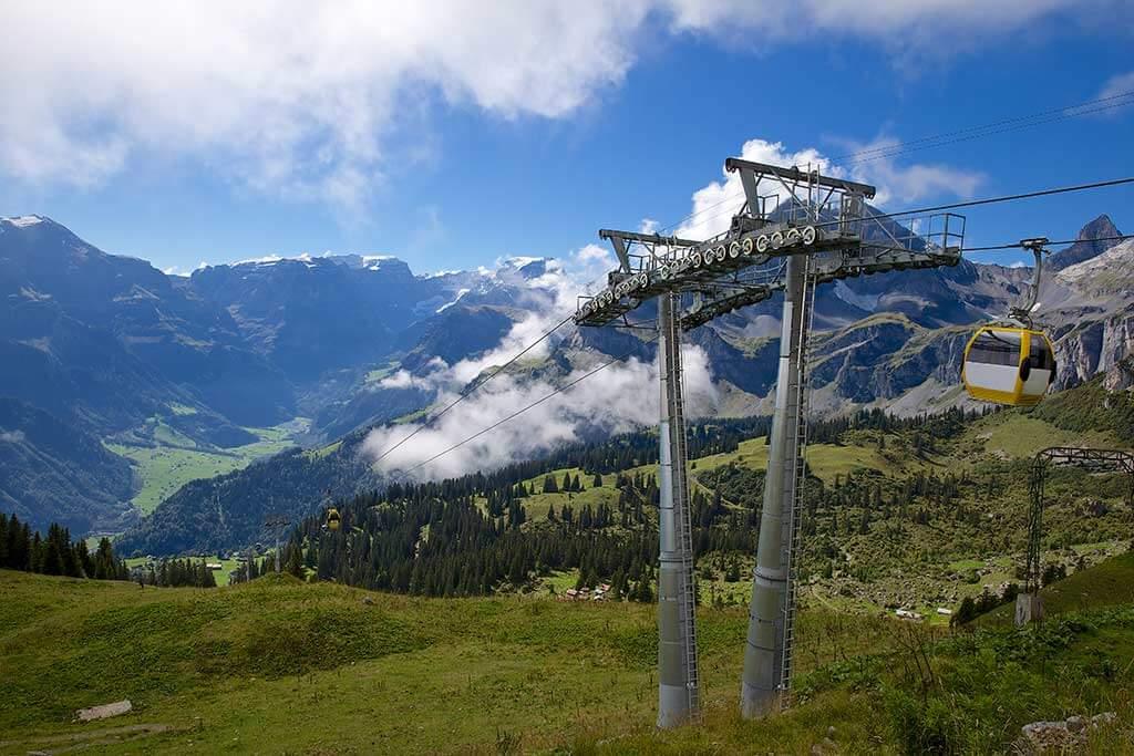 Seilbahn in den Bergen.