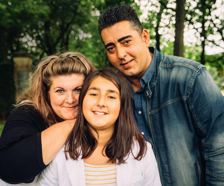 Valentina mit ihrer Familie bei Dr. Jörg Fränken