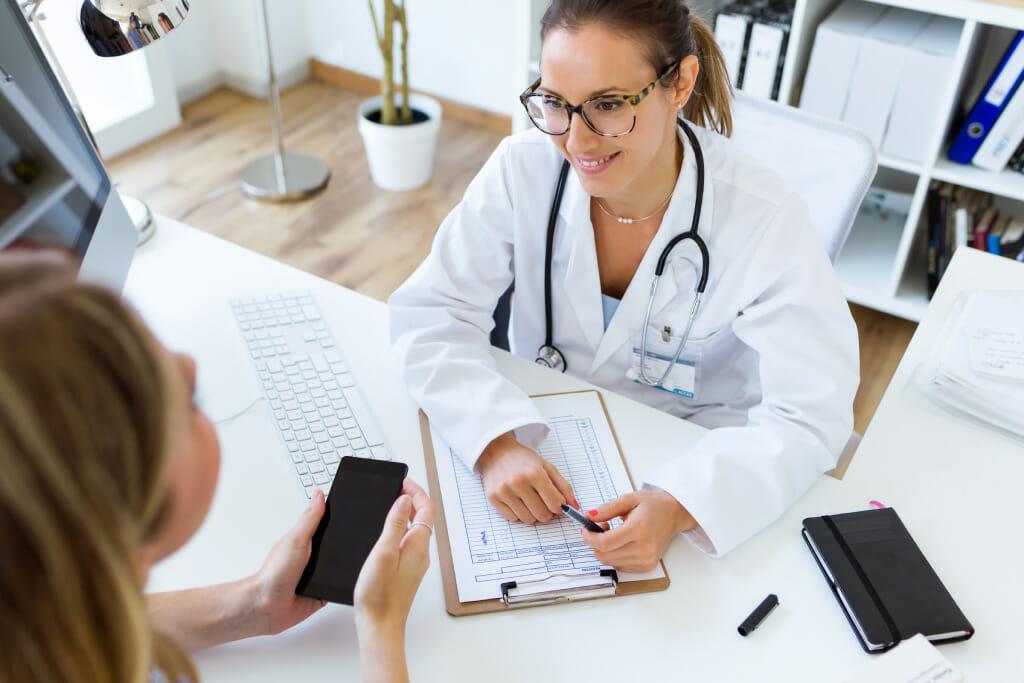 Ärztin und Patientin im DIalog